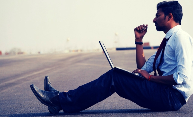 guy-sitting-with-laptop